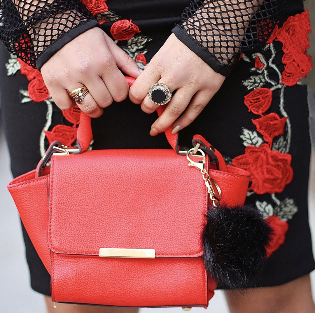 pompom-purse